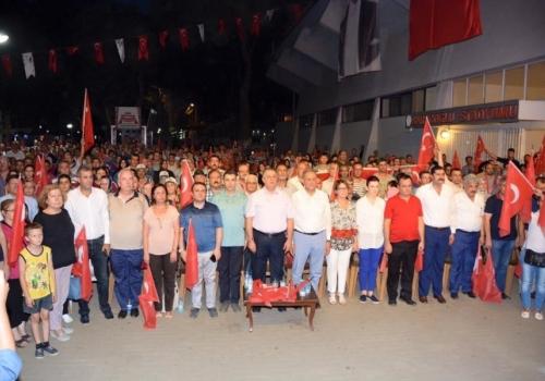 Ödemiş Ticaret Borsası Ödemiş'te Darbe Karşıtı Yürüyüşe Katıldı: